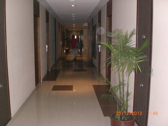 Merapi Merbabu Hotel Yogyakarta: hotel corridor