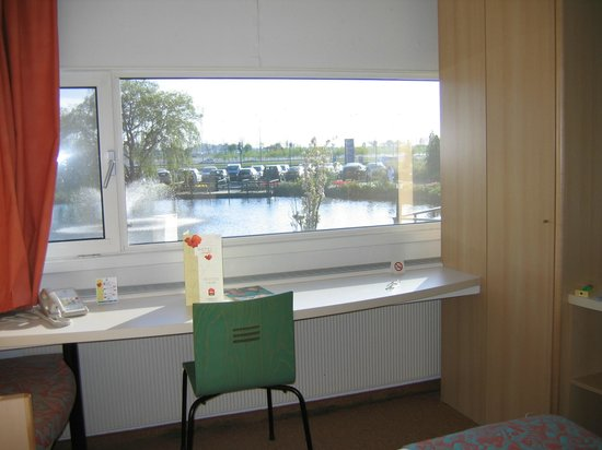 Hotel Ibis Schiphol Amsterdam Airport: View from the room