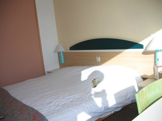 Hotel Ibis Schiphol Amsterdam Airport: The bed is big