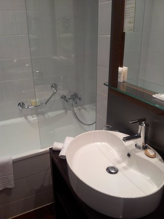 Hotel Auteuil - Manotel Geneva: Bathroom