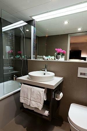 Hotel Harvey: Salle de bain ch. Deluxe