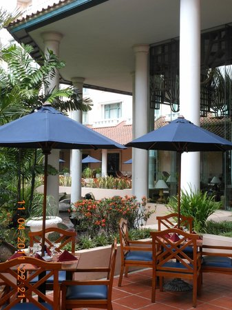 Melia Purosani: Outside the lobby area.