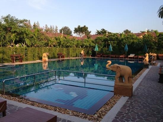 วิลล่า วนิดา การ์เด้น รีสอร์ท: Main Pool