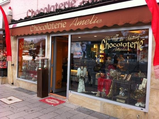 Chocolaterie Amelie: Front view of the door to heaven!