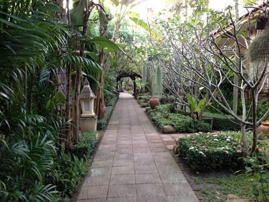 Villa Wanida Garden Resort : Tropical tranquility