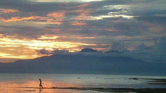 Coco Grove Beach Resort : Coco Grove sunset