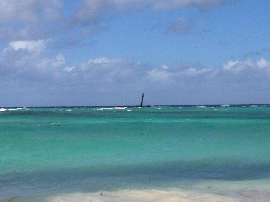 Grand Bahia Principe Punta Cana: Vista da Praia em frente ao Hotel