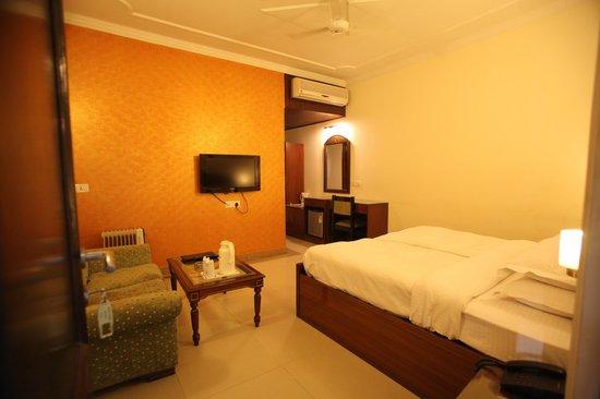 Mahalakshmi Palace Hotel : Hotel room