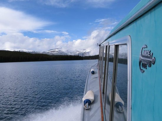 Maligne Lake Cruise: Weather clearing near the end of cruise