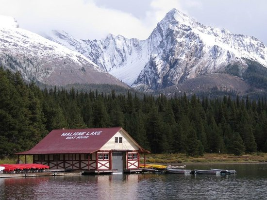 Maligne Lake Tours: Best view at the end of the cruise