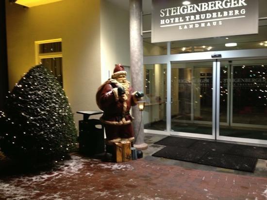 Steigenberger Hotel Treudelberg Hamburg: ingång hotell