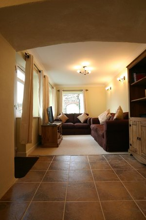 Newbarn Farm Cottages & Angling Centre: Restful Living Rooms