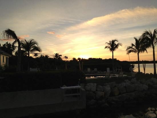 Islander Bayside Townhomes: Sunset at the beach