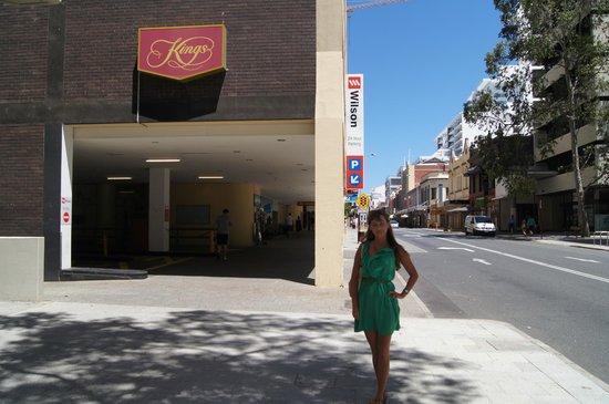 Kings Perth Hotel: Widok hotelu z zewnątrz, od innej strony.