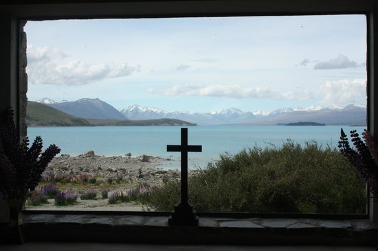 Den gode hyrdes kirke: What a lovely view for the church parishioners