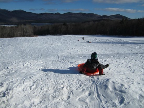 The Mountain Top Inn & Resort: Going down the sledding hill