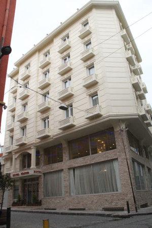 Simper Hotel: getlstd_property_photo