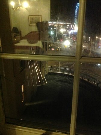 Royal Albion Hotel-Brighton: The view from the broken window