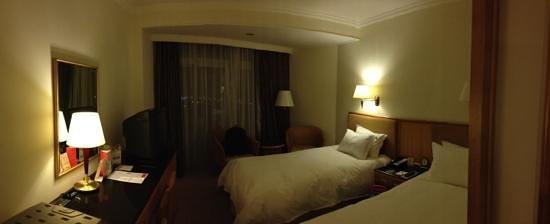 Ramada Pudong Airport Shanghai: twin room