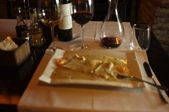 Restaurante La Bruja: sakana, seafish, thick (rich)soup,Red wine OK
