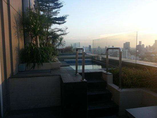 Sofitel Bangkok Sukhumvit: outdoor jacuzzi