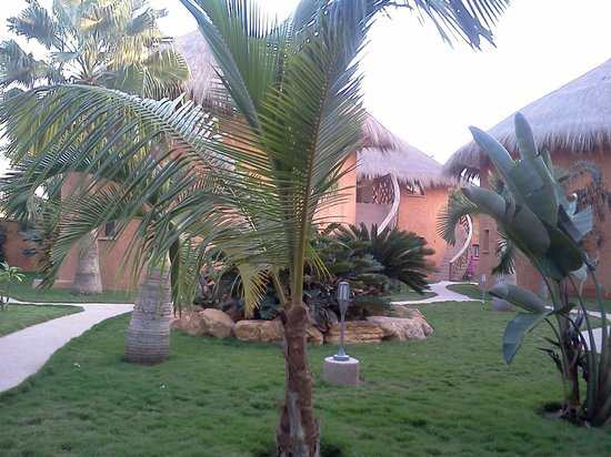 Lamantin Beach Resort & Spa: Jardins
