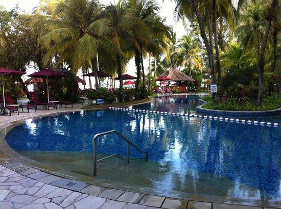 PARKROYAL Penang Resort, Malaysia: ホテルのプール 2つありました。
