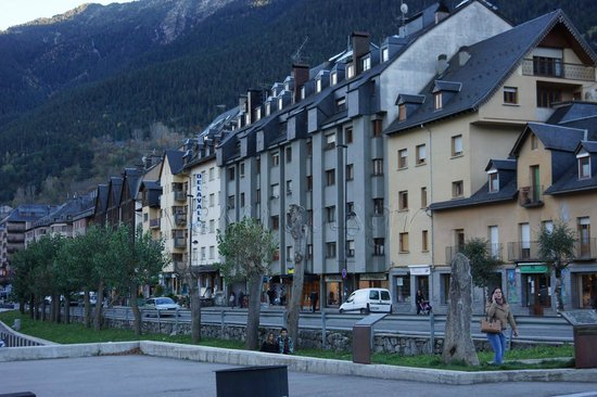 Delavall Hotel: Vistas del Hotel desde la Calle