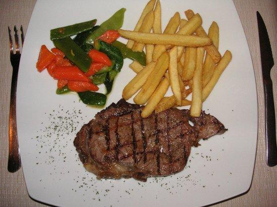 Amigos : Steak auf den Punkt gegrillt,Gemüse zart gedünstet