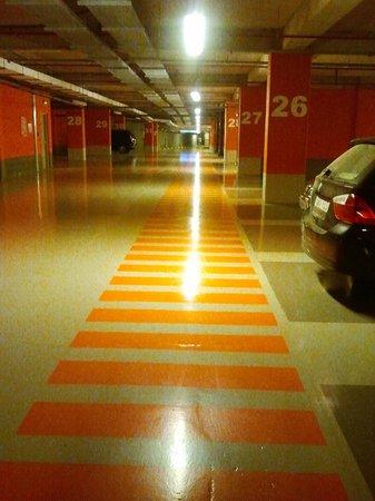 Comfort Hotel Centre Del Mon: Parcheggio riservato