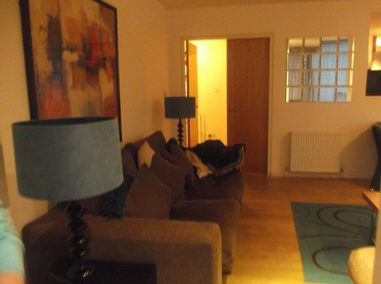 Princes Street Suites: Sitting room
