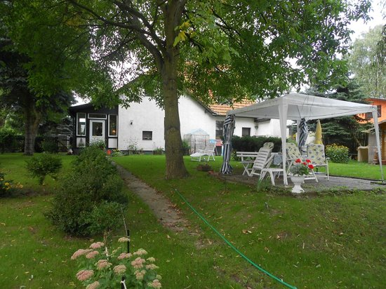 Lakeside Bed & Breakfast Berlin - Pension Am See: Looking back at the B and B