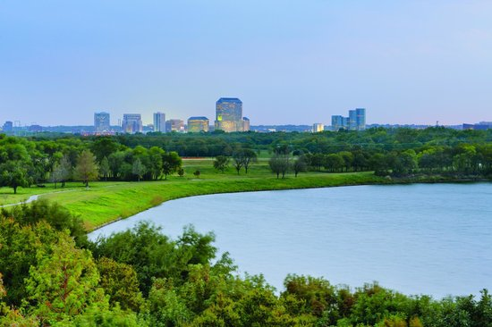 Doubletree by Hilton, Dallas - Farmers Branch: Overlooking the lake