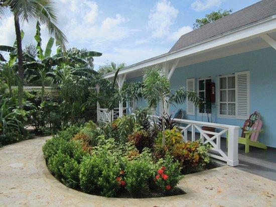 Trupial Inn: colorfull bungalows