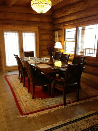 Journey's End Lodge: Dining area