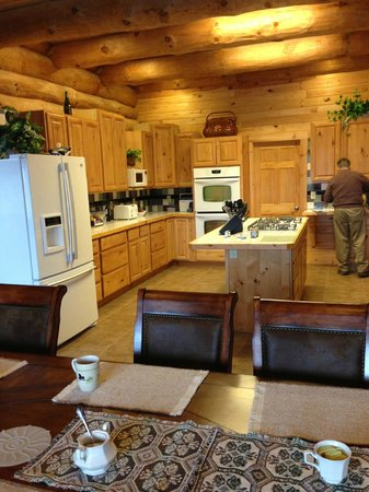Journey's End Lodge: Kitchen