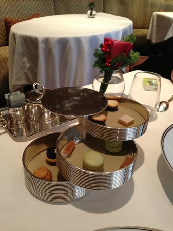 Amber at The Landmark Mandarin Oriental: petit fours