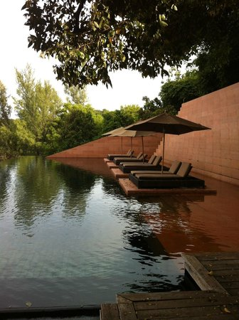 Paresa: main resort pool area