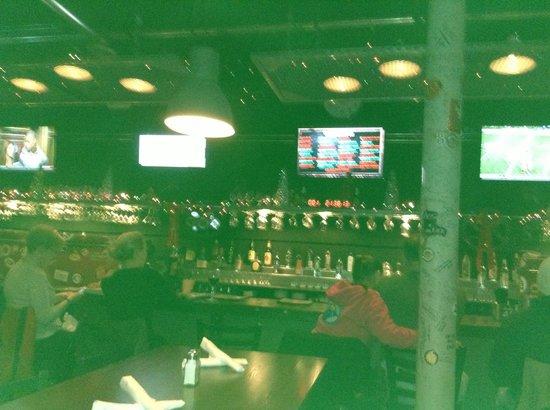Two Stones Pub: Bar Scene
