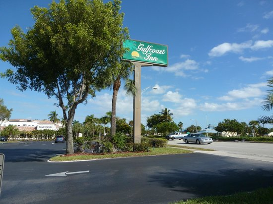 Gulfcoast Inn Naples: Entrada
