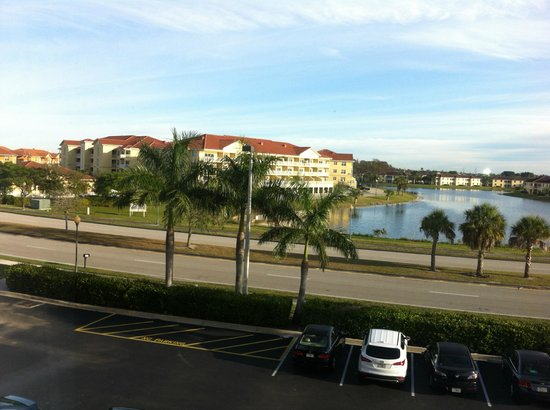 Hampton Inn & Suites Fort Myers - Colonial Blvd: Condo's / apartments across the street