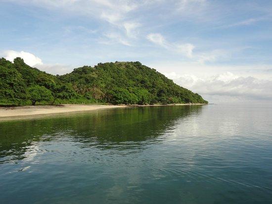 Pearl Beach Resort: Gili Asahan's white beaches
