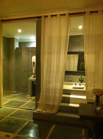 Riad Utopia Suites & Spa: Salle de Bain/Suite Sa Majesté la Rose
