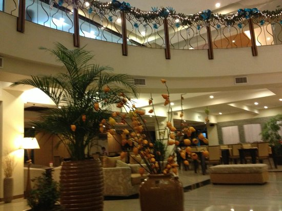The Pinnacle Hotel and Suites: hotel lobby