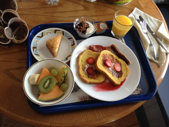 Amelia Oceanfront Bed & Breakfast: Another fabulous breakfast