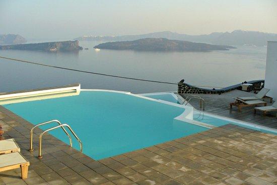 Apanemo: piscina e panorama
