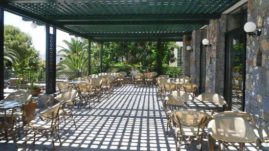 Nana Beach Hotel: terrace of main bar