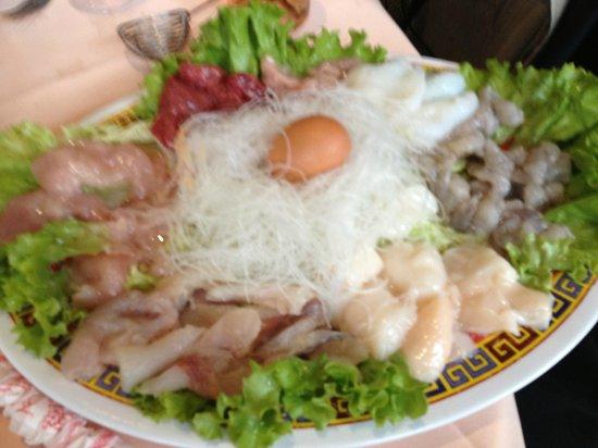 Nouveau Village Tao-Tao : La fondue pékinnoise... avec le canard laqué, spécialité à tester... fruits de mers + viande à c