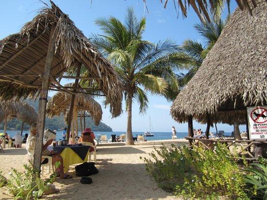 Hotel Lagunita: Lagunita's restaurant area - hard to tell where the hotel ends and beach begins. :-D