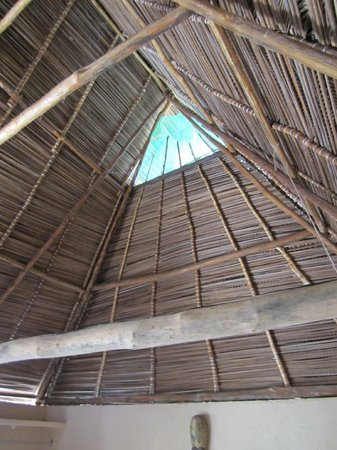 Hotel Lagunita: Our vaulted, thatched ceiling.